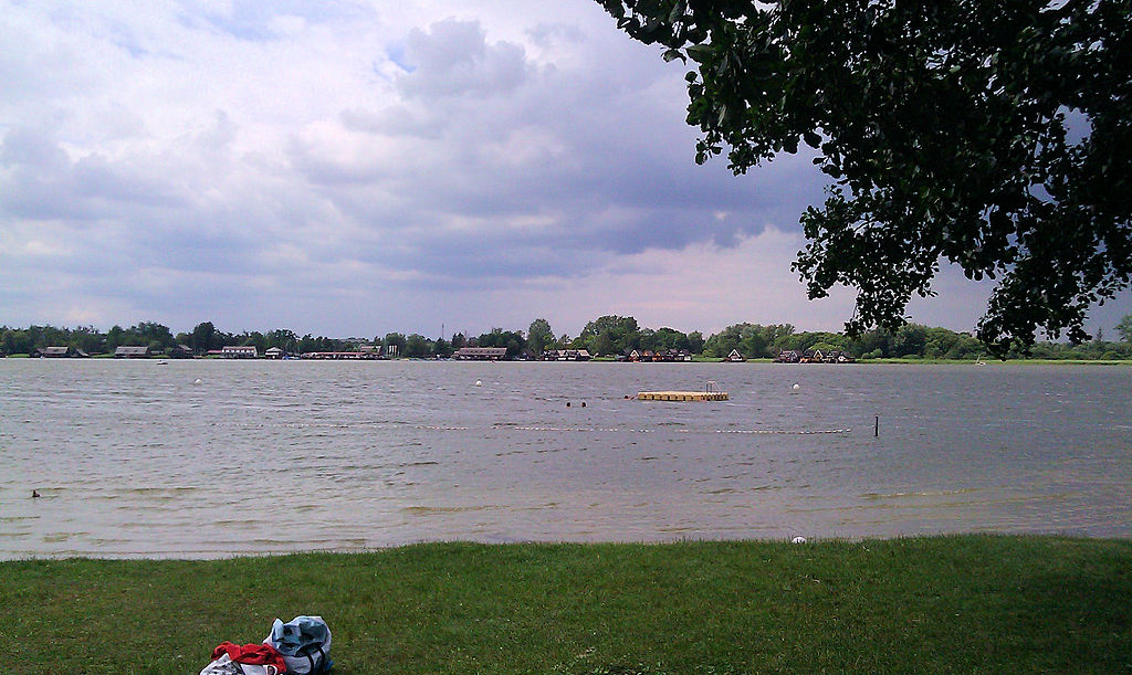 1024px-Güstrow_Inselsee_2012-07-11_0483